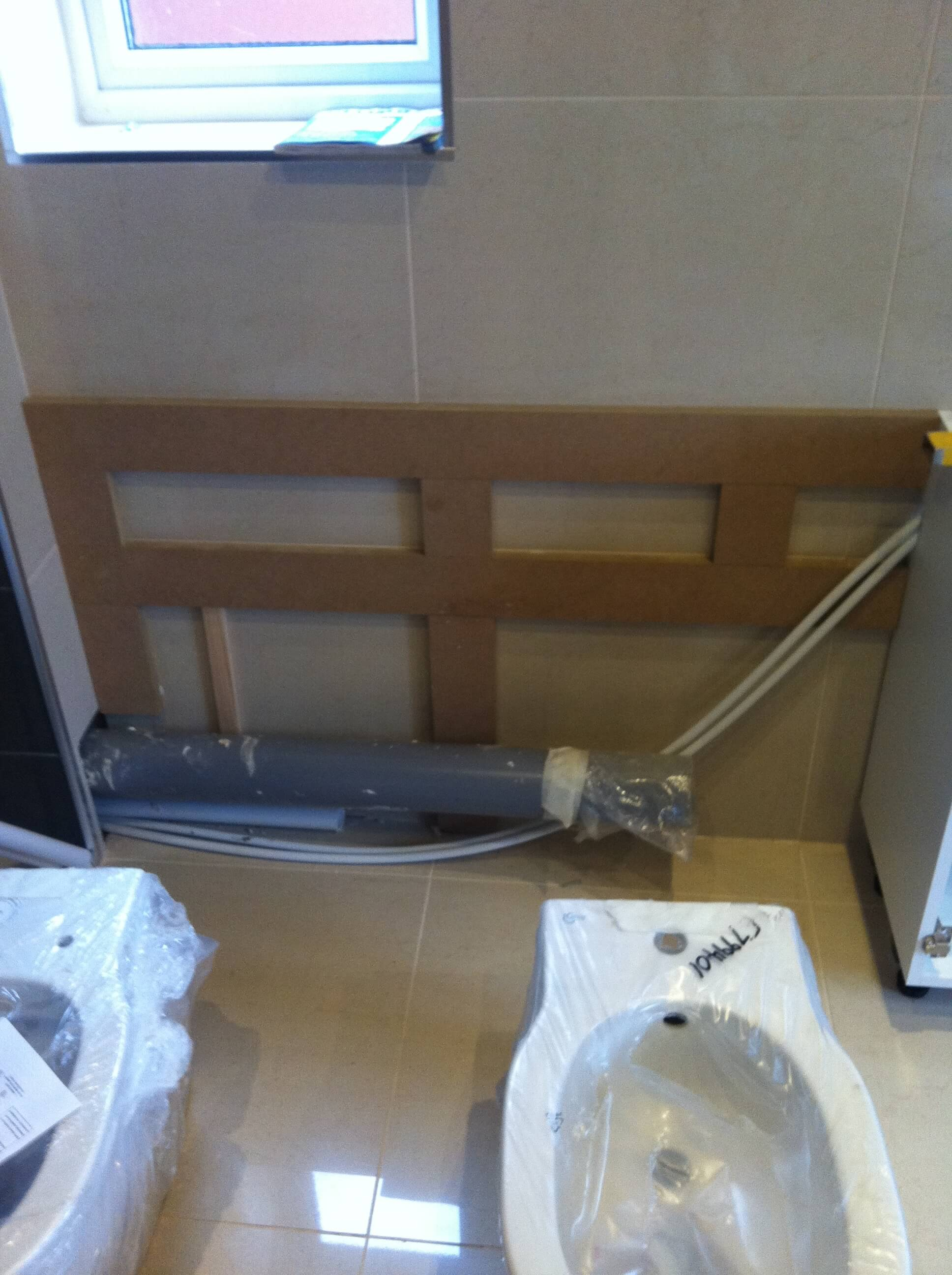 Fixing frame for the en-suite