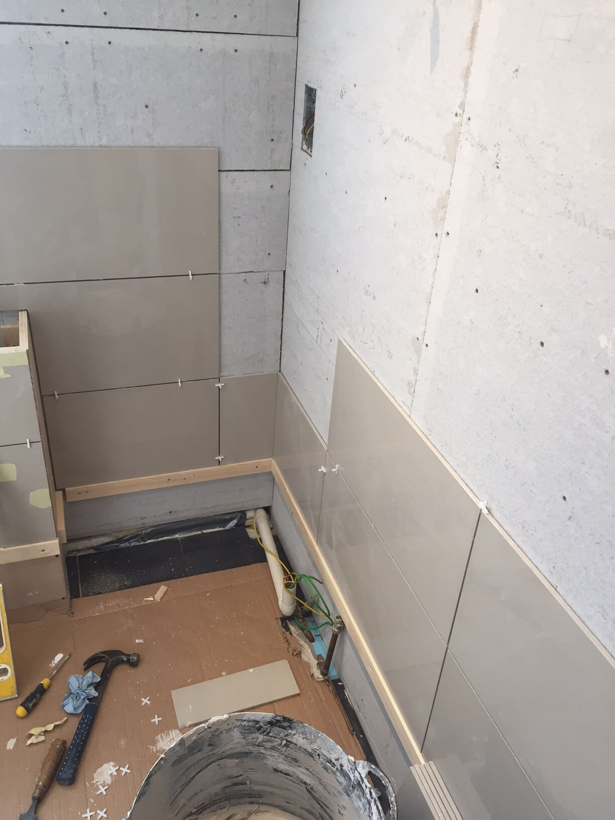 Tiles Connecting Around the Two Walls