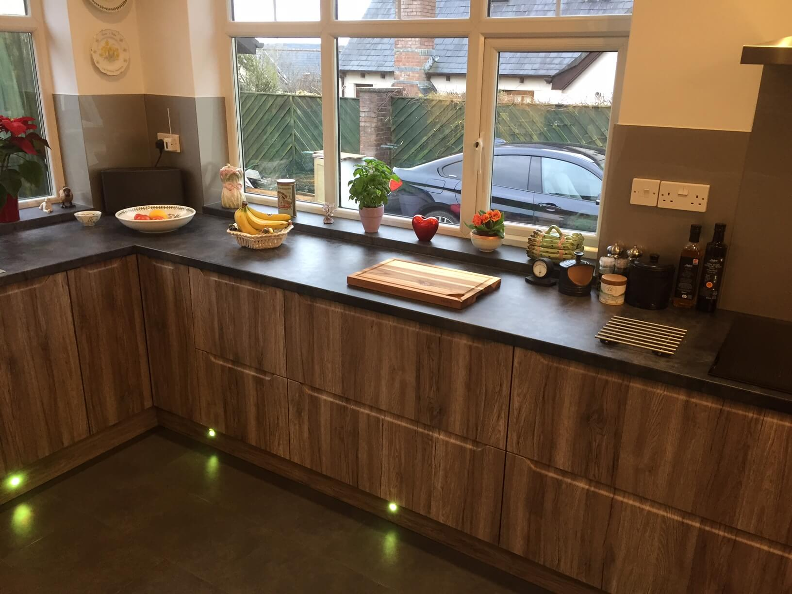 Finished Kitchen with acrylic splash Back and Llghts fitted3