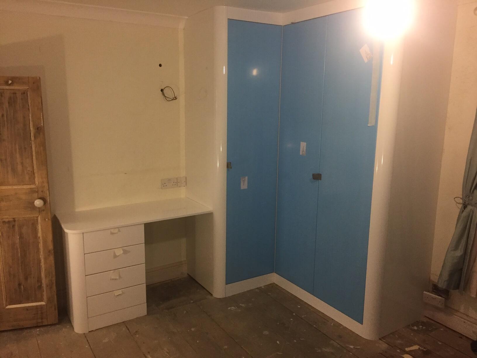 Corner robe doors on