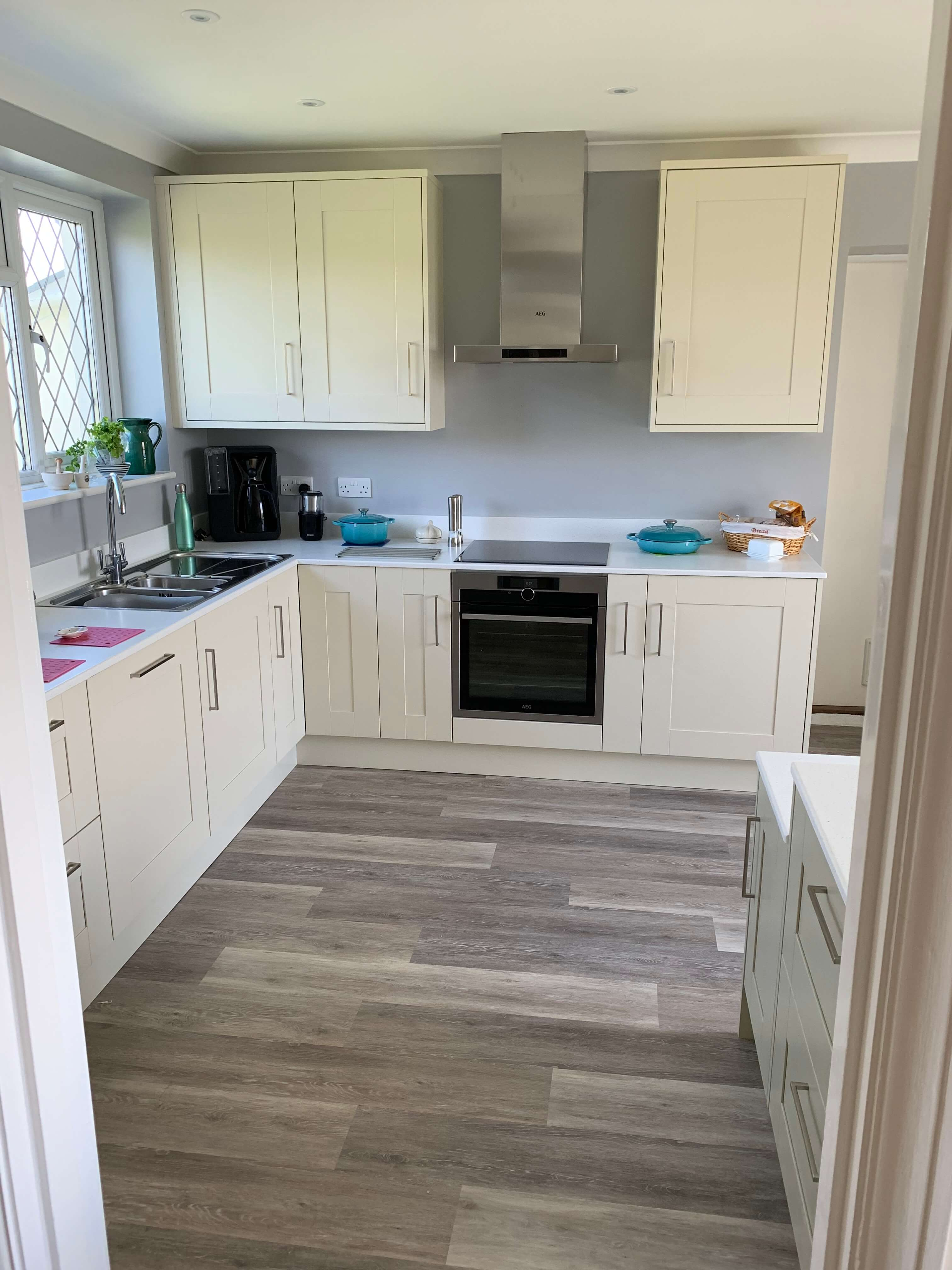 Shaker Kitchen in Alabaster and Sage